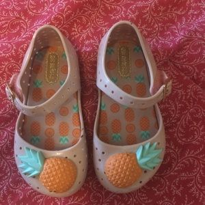 Mini Melissa Sz 7 pineapple shoes Velcro